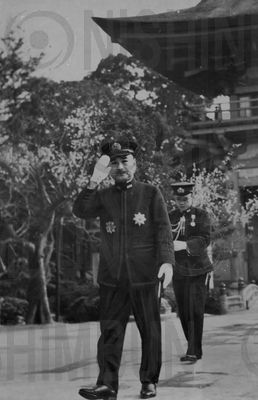 太宰府天満宮 嶋田繁太郎が参拝 - 西日本新聞フォトライブラリー